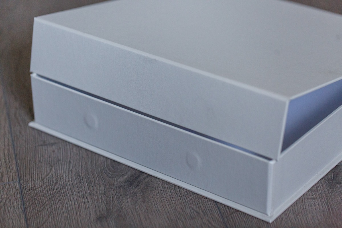 SkyBook Studio Classic Box White